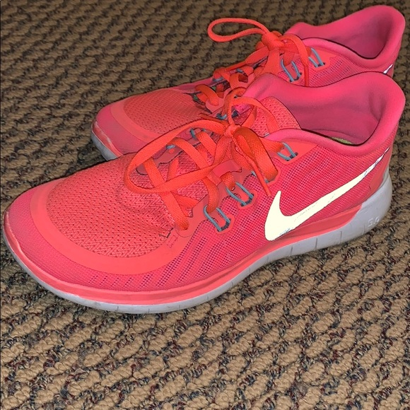 the best attitude 357df 97314 Women s orange coral Nike free run shoe size 8. M 5bfb22c5534ef92ecea16ac8